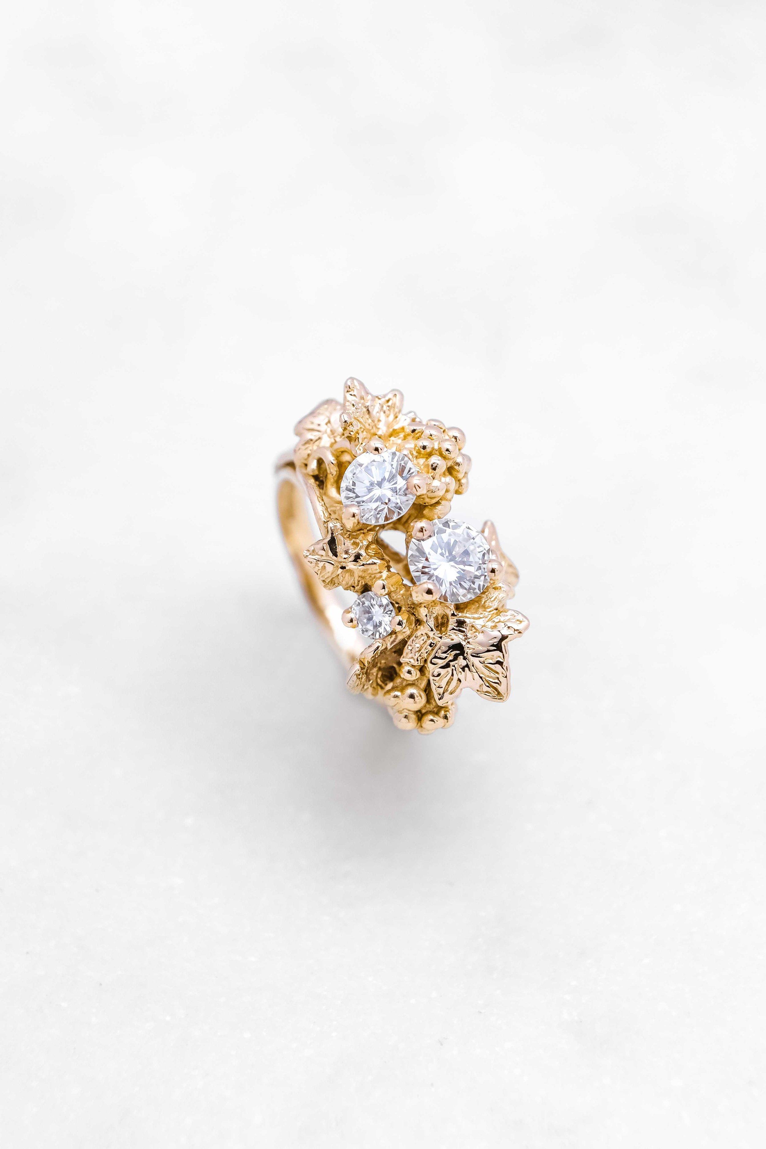 black-alchemy-ring-gold-diamonds-vitis-3-3.jpg