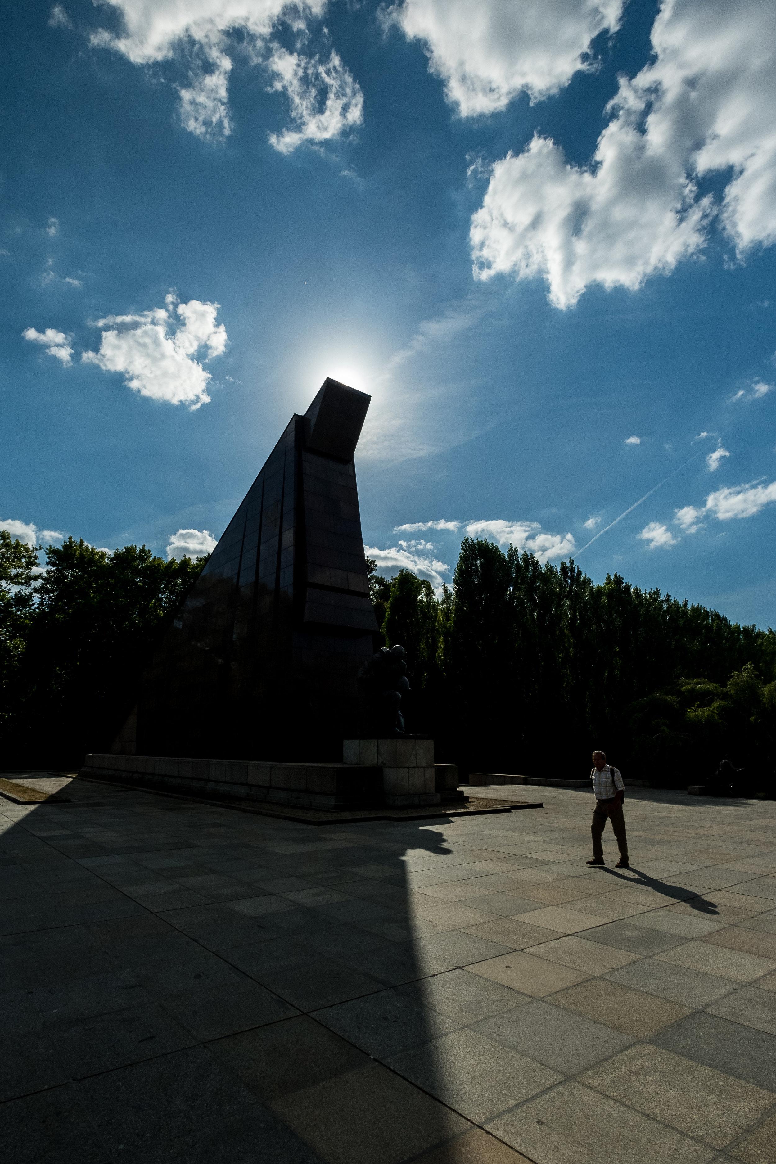 treptower-park-memorial-size-comparison