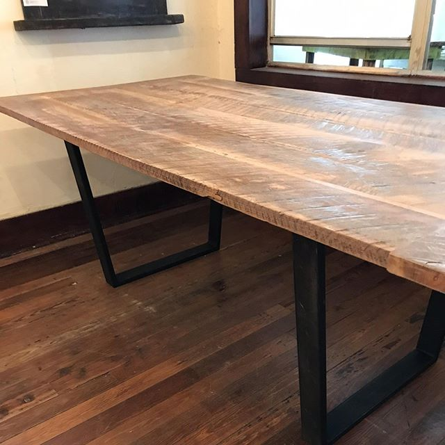 What do you think of this table? 👇🏼 Come check it out at the @villageofthearts Art Walk this weekend! ⠀ .⠀ .⠀ .⠀ #villageofthearts #artwalk #handmade #customtable #handcrafted #furniture #oneofakind #interiordesign #homedesign #Customfurniture #rusticfurniture #statementpiece #srq #bradenton #lakewoodranch #sarasota #customhome #reclaimedwood #farmhouseinspired #farmhousestyle #shopsmall #shopsmallbusiness #shopsmallsrq #shopsmallbradenton #shoplocal #foresttofinish #forest2finish #f2f #f2fdesigns #foresttofinishdesigns