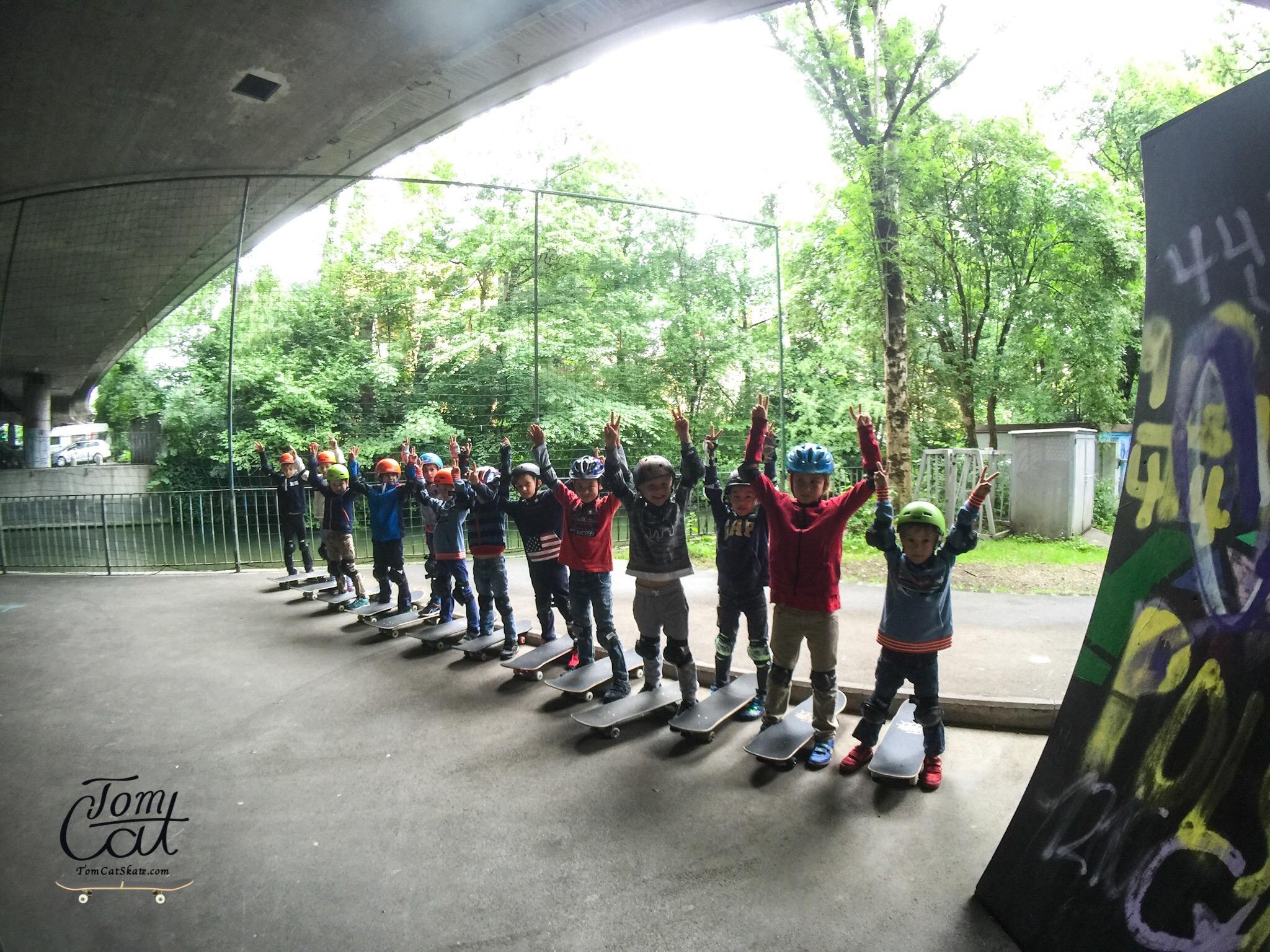 Skateboardkurs München Skatekurs München Longboardkurs für Anfänger und Fortgeschrittene Skateprofi Tom Cat Skateboard kaufen Geretsried Bad Tölz.JPG