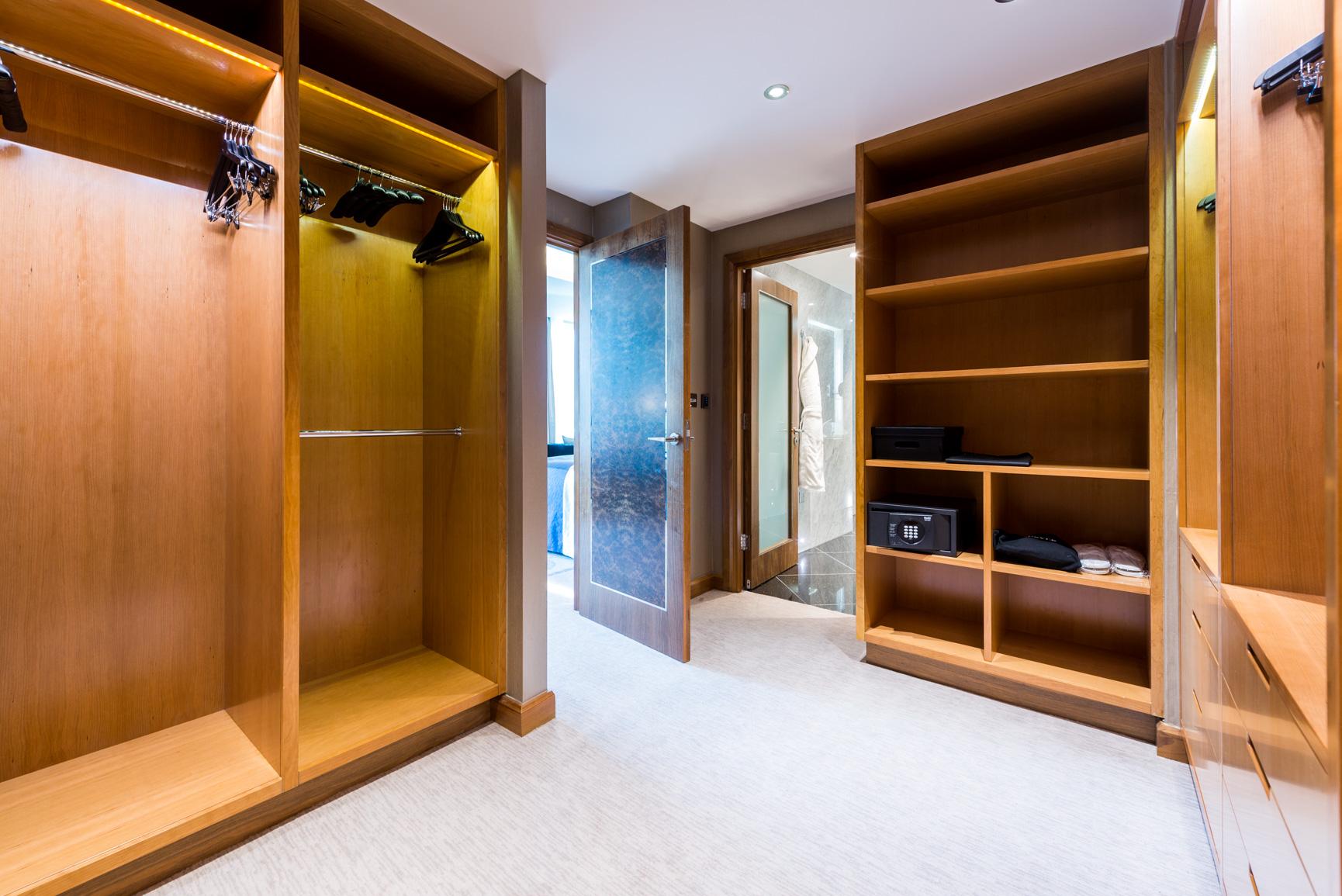 1706 Penthouse suite-1 (4).jpg