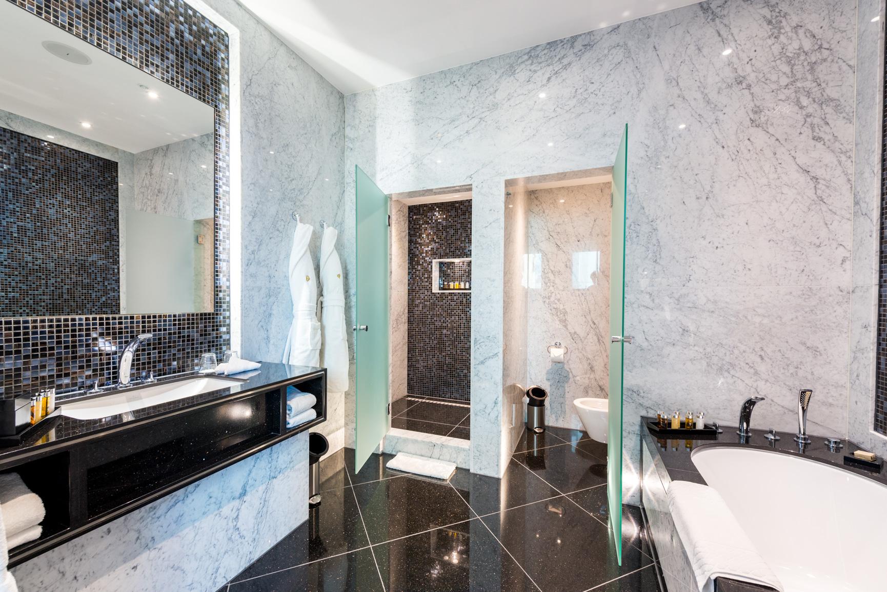 1706 Penthouse suite-1 (13).jpg