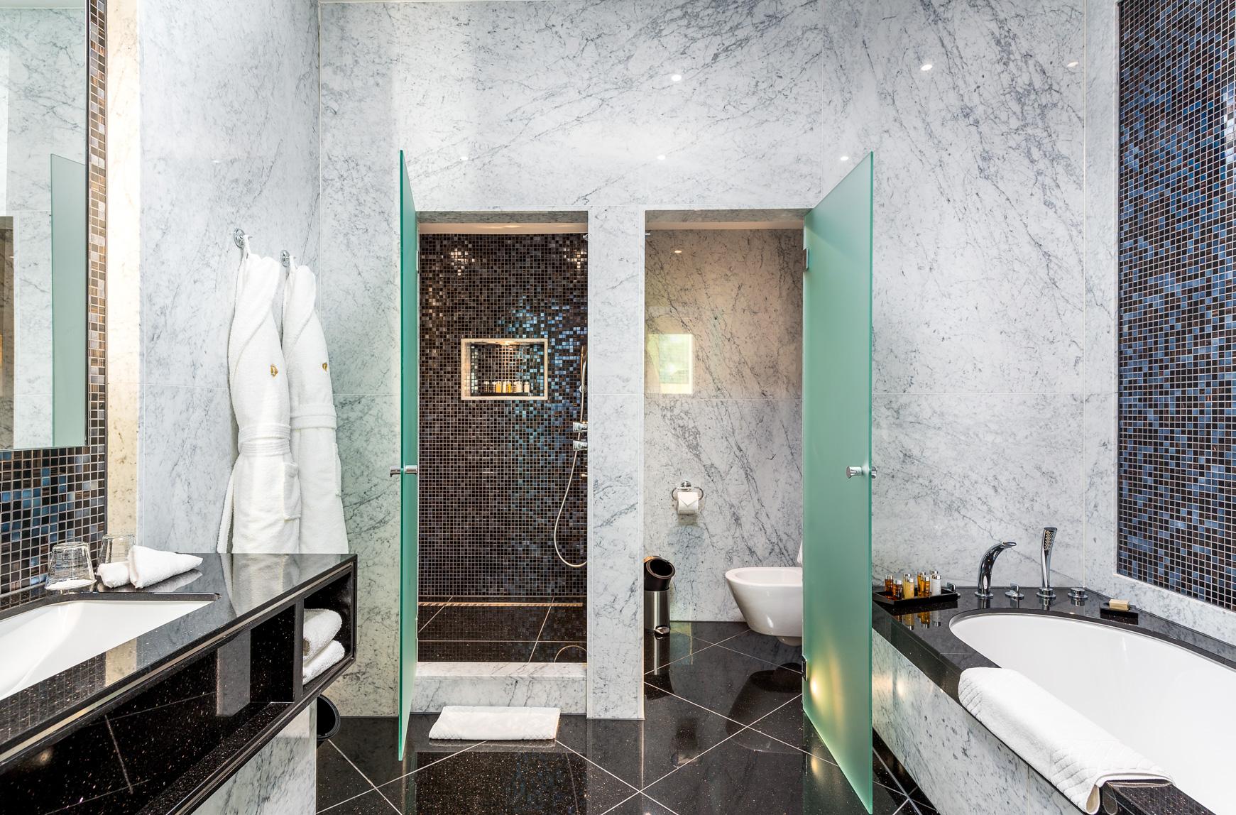 1706 Penthouse suite-1 (14).jpg