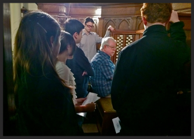 George Bozeman demonstrates the Hutchings-Votey organ at the First Church of Christ, Scientist in Concord, NH to an eager crowd of YOC students.