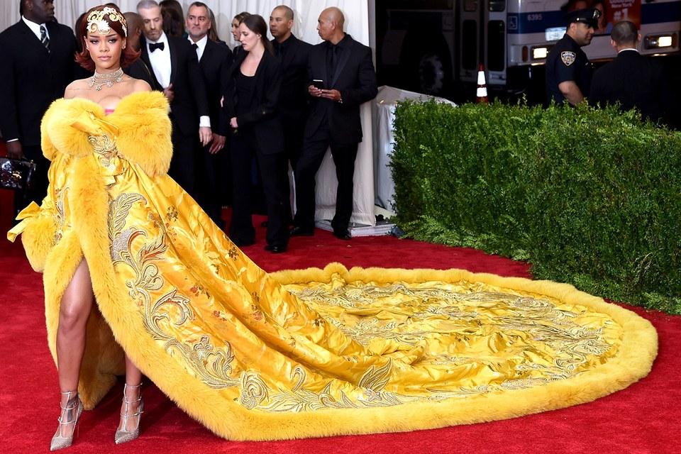 Rihanna's 2015 Met Gala ensemble, created by Guo Pei