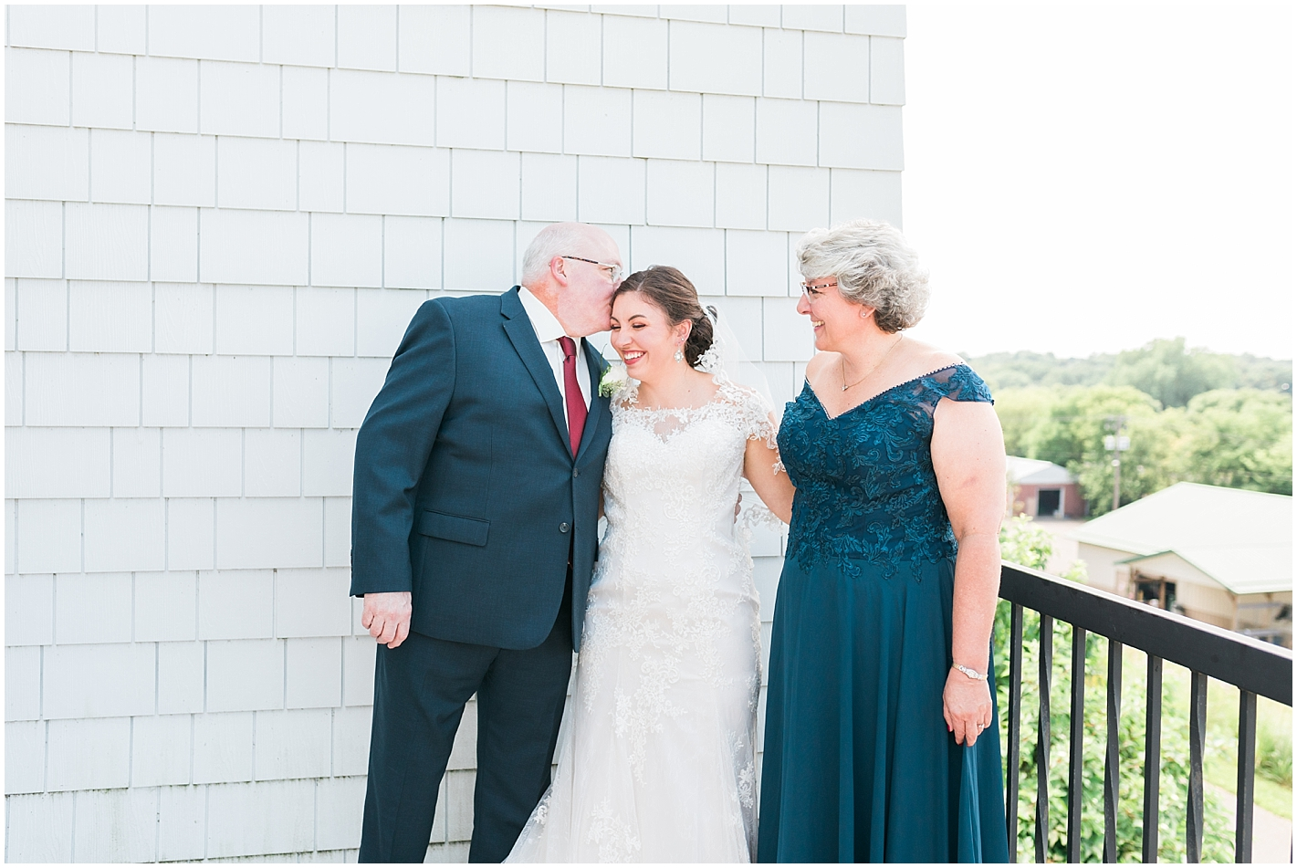 Bride First Look with mom and dad at Keller Golf Course photo by Alyssa Parker Photography