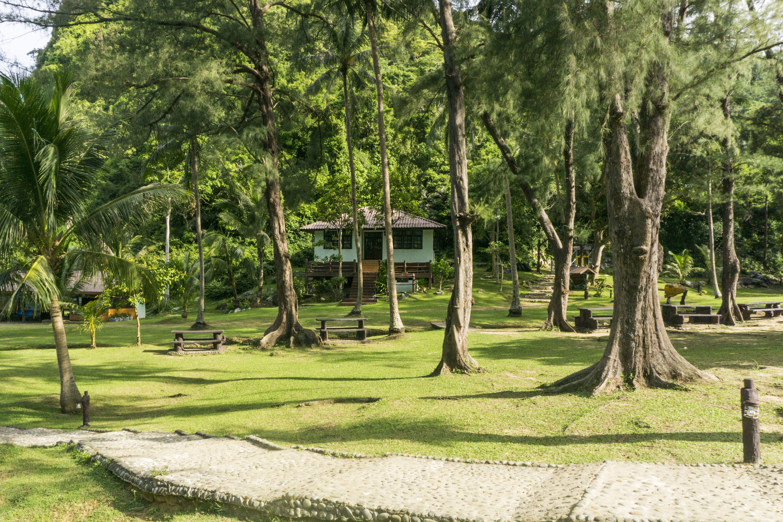where to stay in angthong
