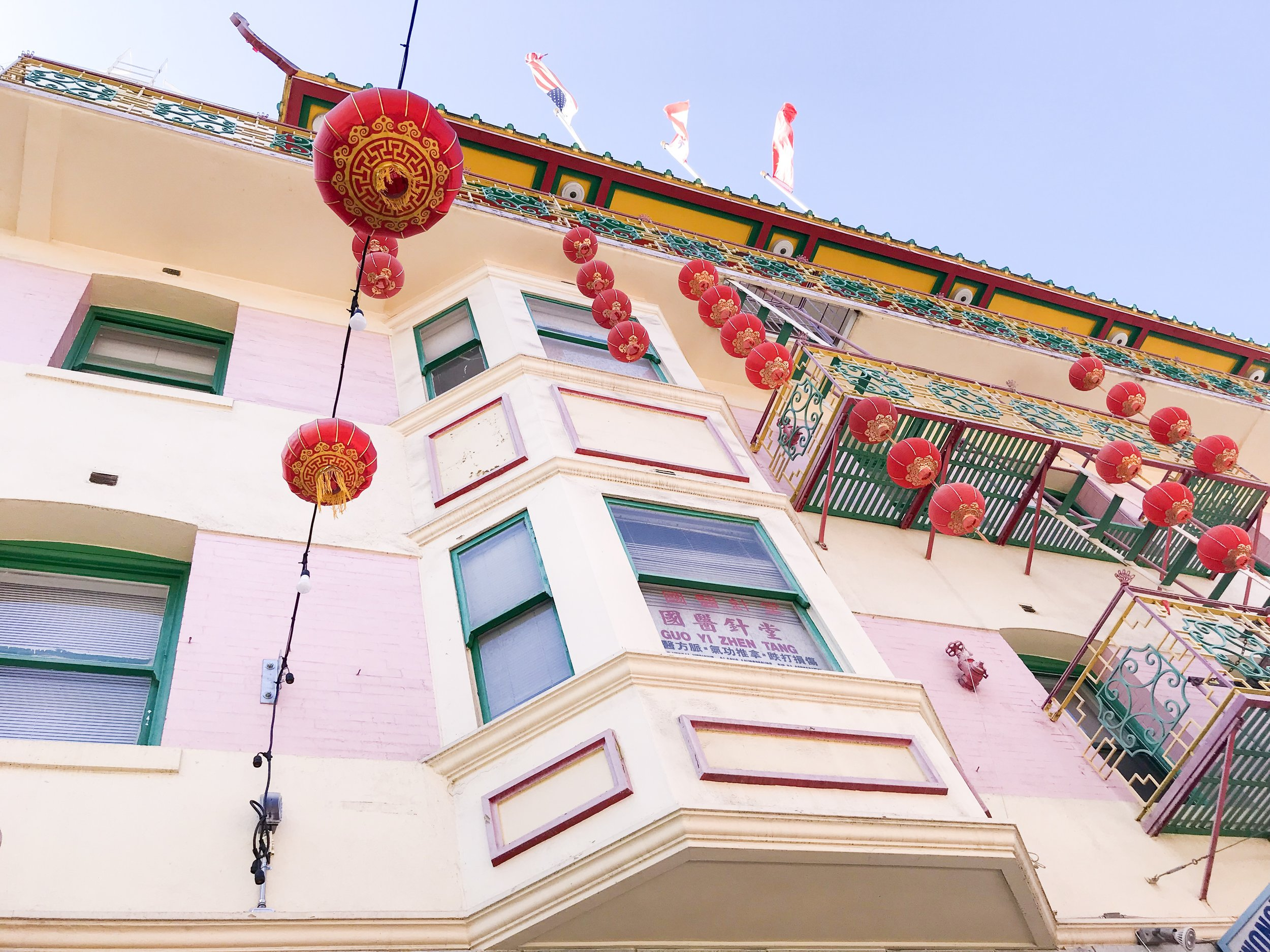 colorful buildings in chinatown san francisco