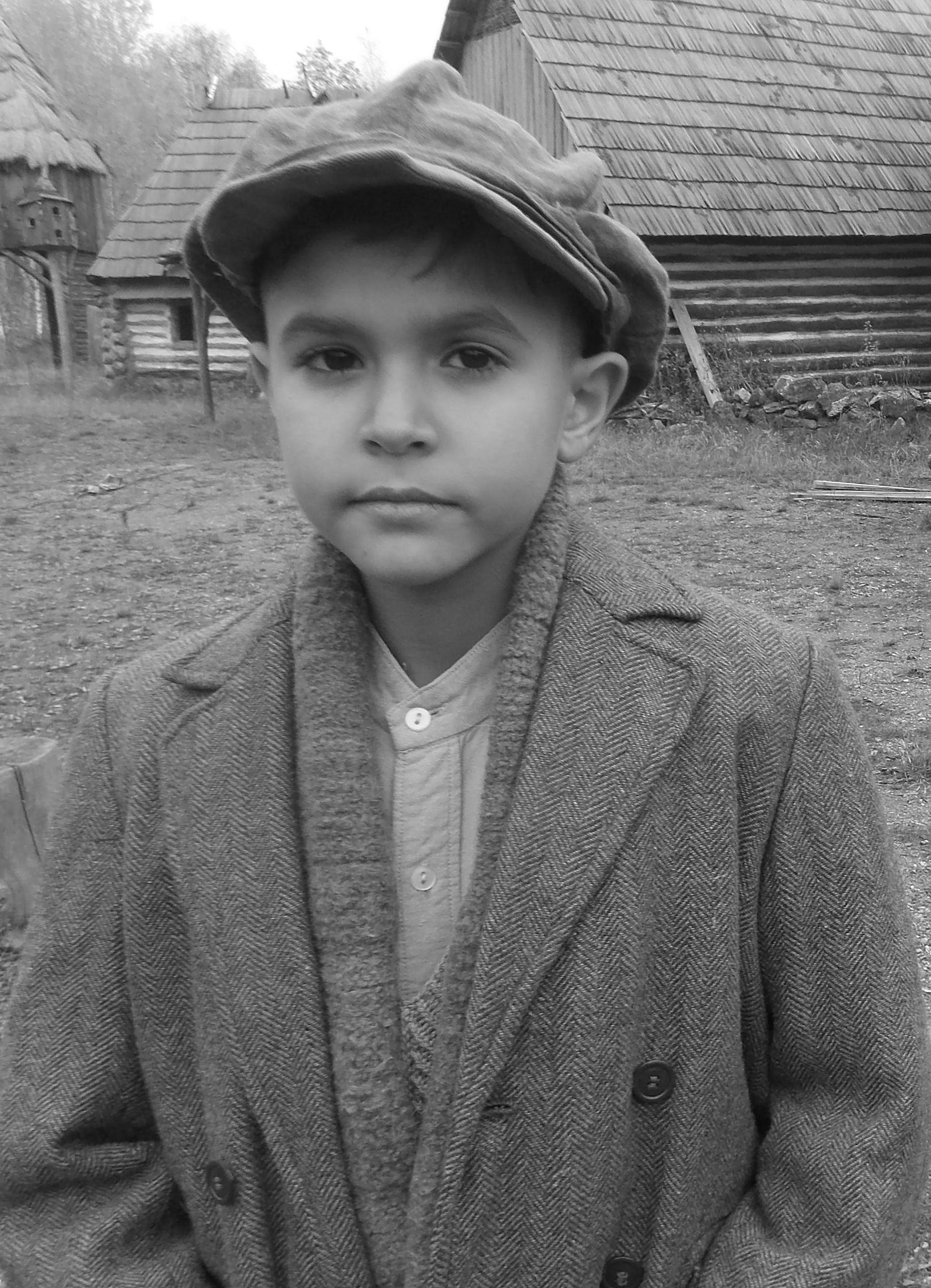V hlavnej úlohe sa predstaví (v čase nakrúcania deväťročný) Petr Kotlár.