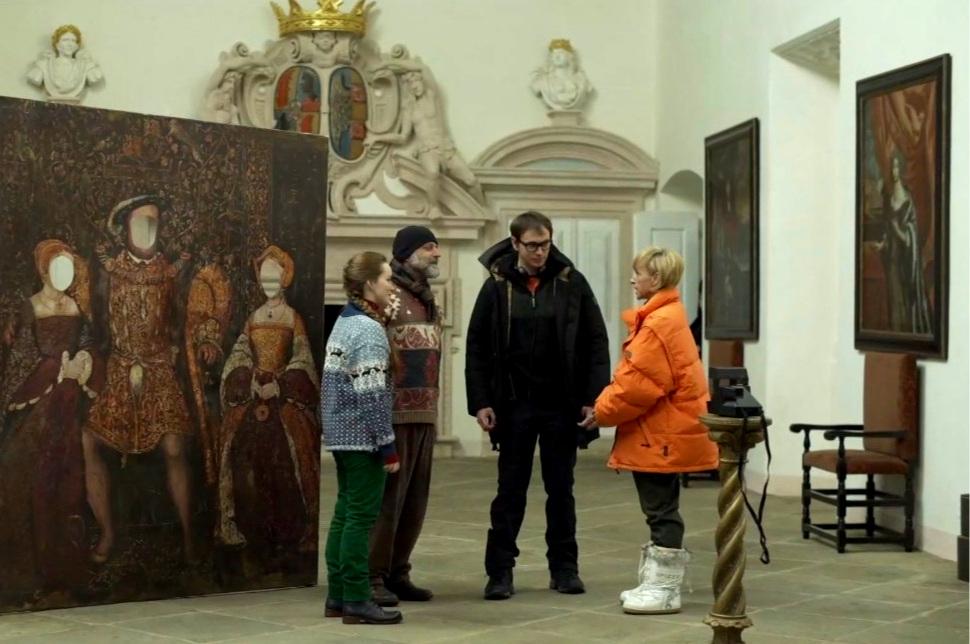 Na fotografii z nakrúcania filmu (zľava doprava):  Yvona Stolařová  (Marie),  Hynek Čermák  (Frank),  Jiří Vejdělek  (réžia) a  Tatiana Vilhelmová  (Vivien).
