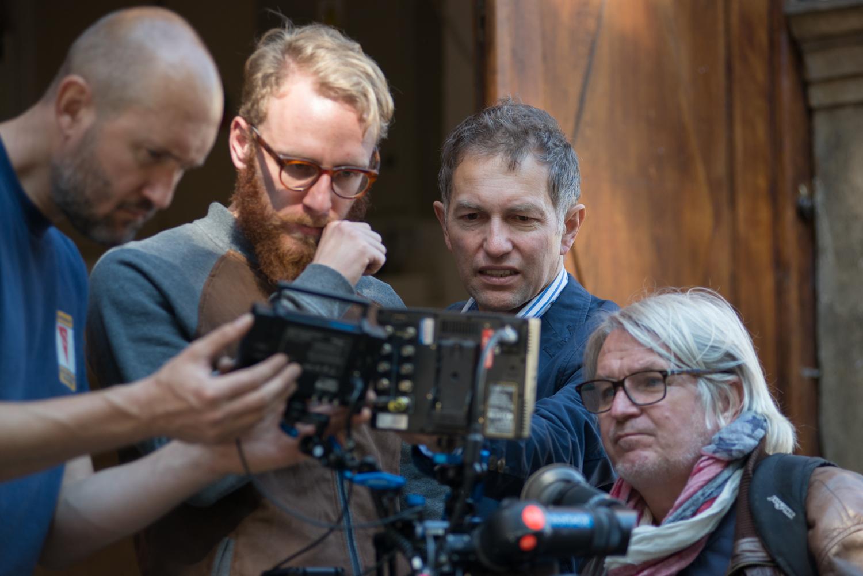 Martin Kurel (prvý sprava) pri nakrúcaní filmu Wilsonov (foto: PubRes).