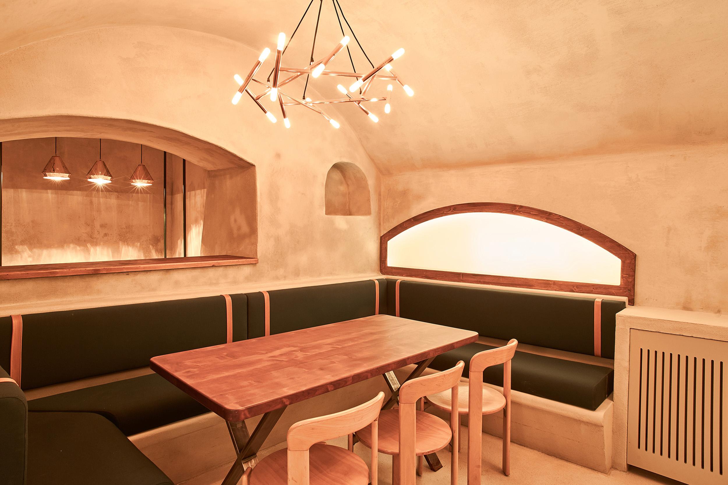 client : Aux 12 Apôtres, restaurant.