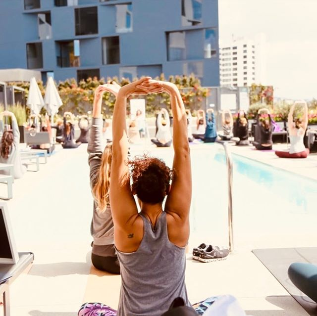 Summer has stretched its way into fall... some relaxing self-care during this beautiful weather would be great ☀️ . . 📸: @ographr  Savoir Collab Wellness Event. . . . #Savoiragency #savoircollab #savoir #event #wellness #fall #summer #meditation #stretch #eventmarketing #femalefounders