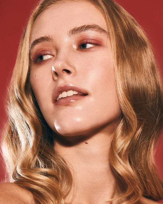 Glass skin beauty 🎞 @emmaomohundro  @masonthepooh 📸 for #nyfaphotography workshop led by @topher.scott  On set producer @juliabrookhart  #makeuplooks #makeupartist #glassskin #glassskinmakeup #igers  #makeupmurah #sgigbeauty #photooftheday #nyfa
