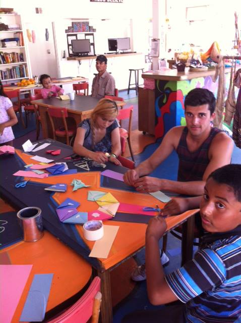 Oragami Art !!! Mustafa quizzes the kids about local geology while they learn this Japanese art form…The minds and hands of our youth are fully engaged at Youth Interactive!