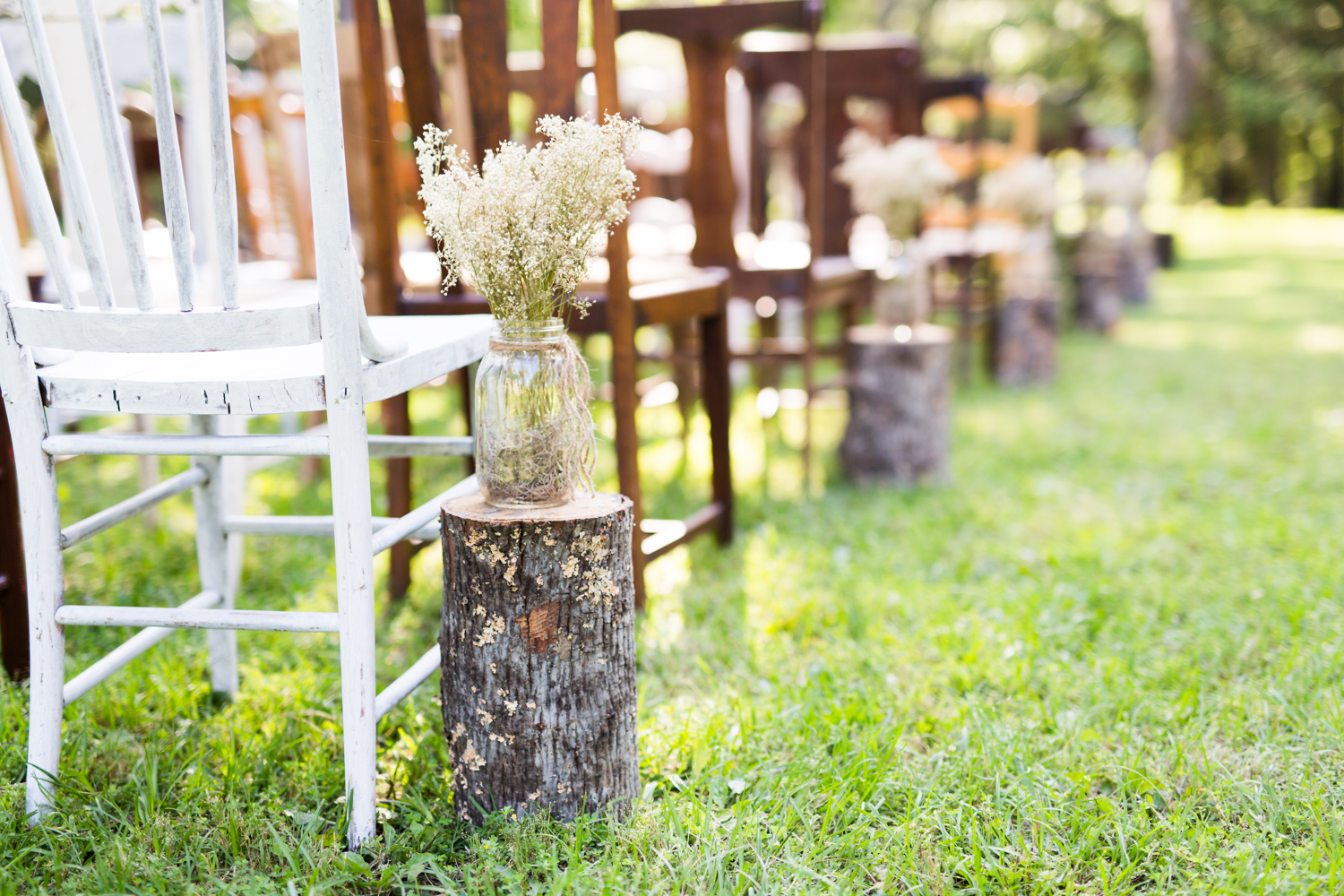oklahoma wedding photographer pasture at willows ranch broken bow rustic details stumps and baby's breath