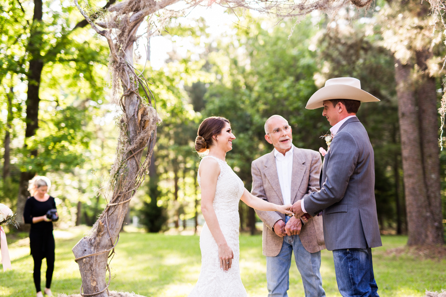 oklahoma wedding photographer pasture at willows ranch broken bow
