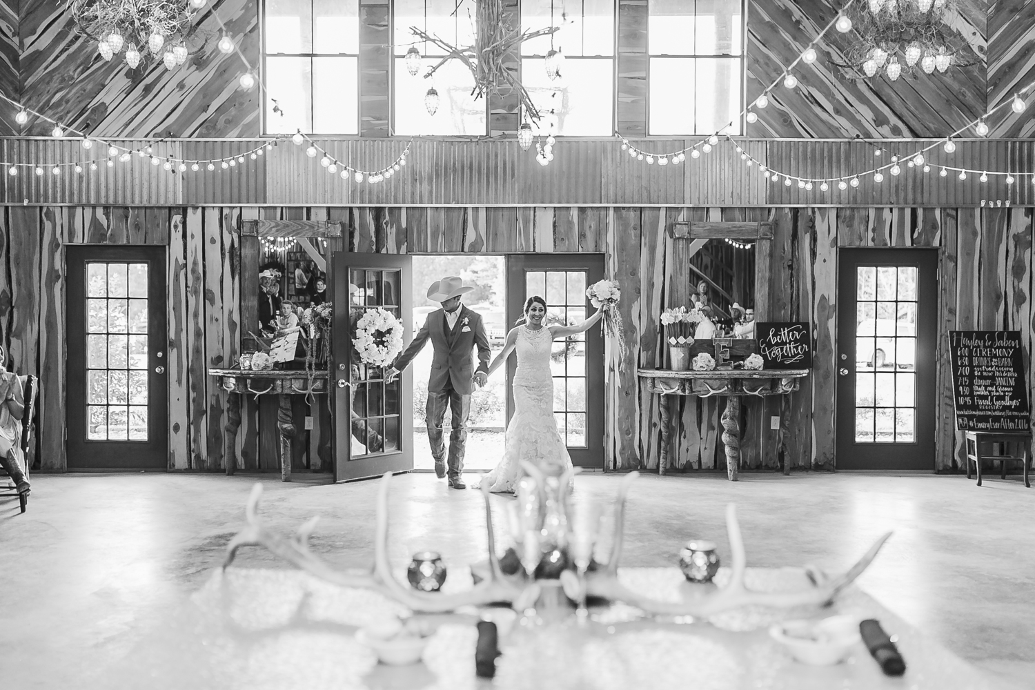 oklahoma wedding photographer pasture at willows ranch broken bow entry
