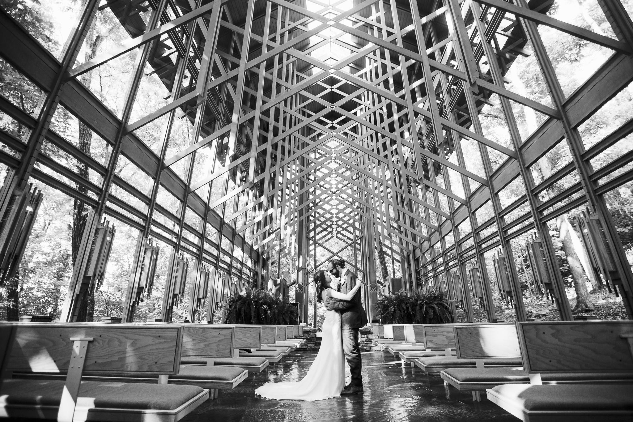 eureka springs wedding photographer thorncrown chapel