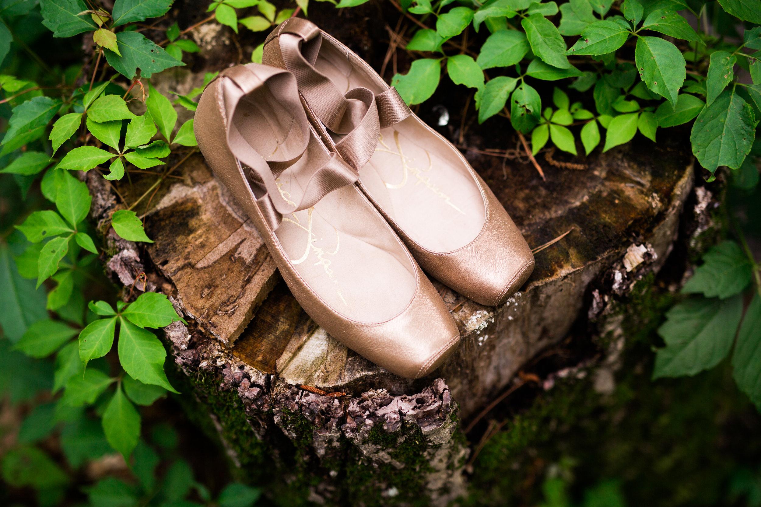 oklahoma wedding southeastern oklahoma saris colors diy nature norman wedding photography beavers bend mccurtain county decor shoes ballet flats
