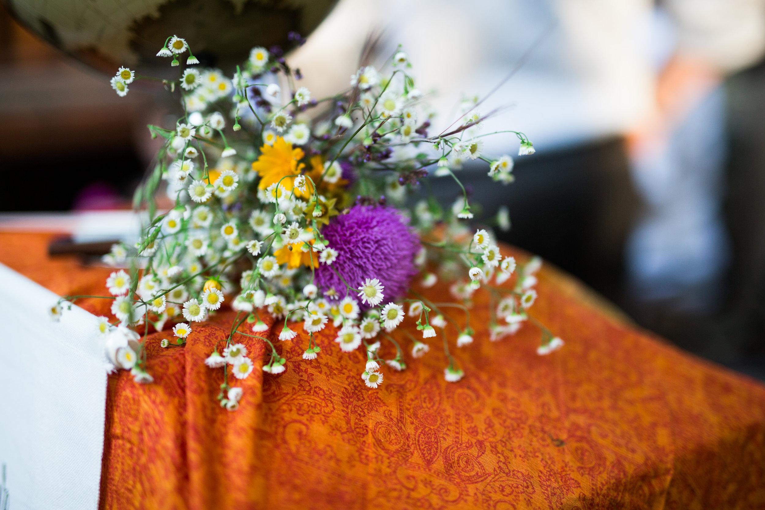 oklahoma wedding southeastern oklahoma saris colors diy nature norman wedding photography beavers bend mccurtain county decor
