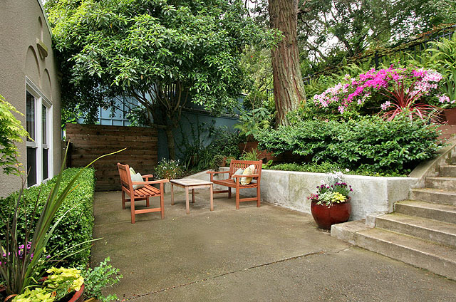 A new retaining wall creates a enlarged seating area
