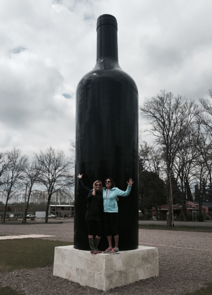 Wine-bottle-statue.jpg