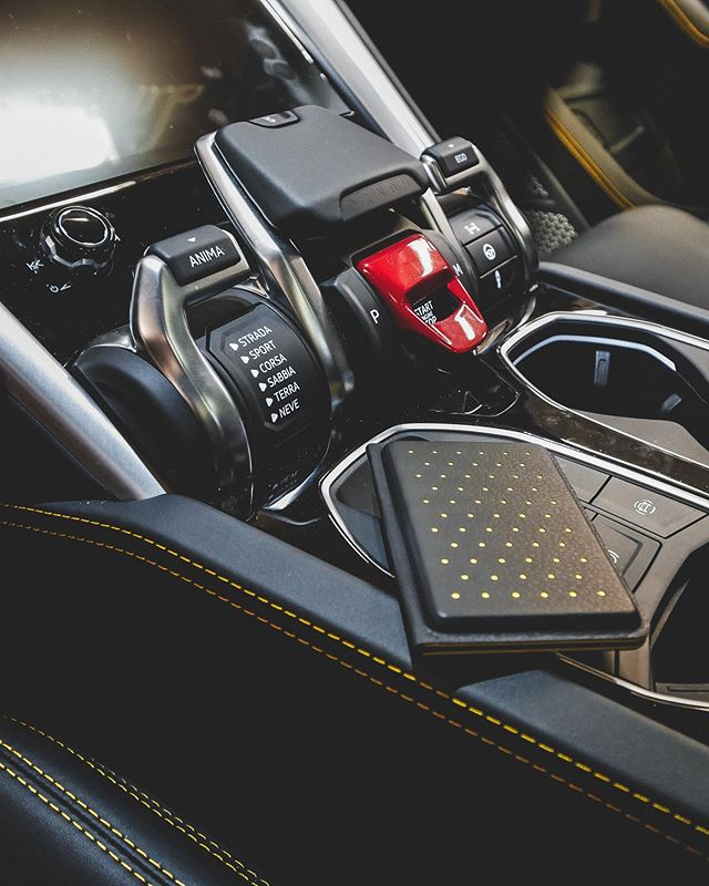 @discommon your card wallet is right at home in the Urus. 💛