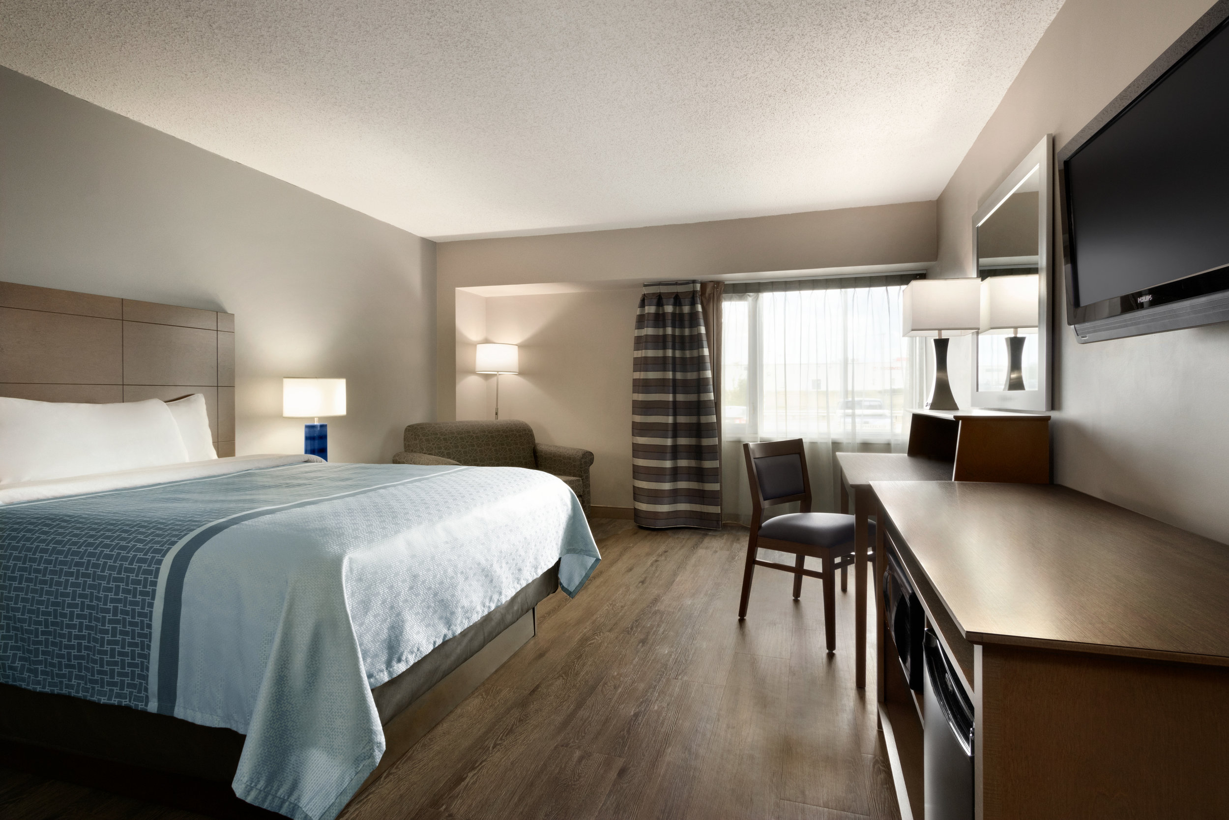 9666_Travelodge-Hotel-Saskatoon-Accessible-Guest-Room.jpg