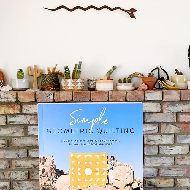 #simplegeometricquilting ✨🥰😍 Y'ALL my friend Laura @vacilandoquilting made the most beautiful book. I've been rambling around all summer and I finally got to open my mail and look at this beaut. I am SO INSPIRED 💙 can't wait to dust off my sewing machine and try a few projects.  I love that there are tutorials for small and large projects, so I can start small and work up to a big quilt (my dream). I have always loved @vacilandoquilting's work- so proud of you Laura! What a milestone ✨🧡