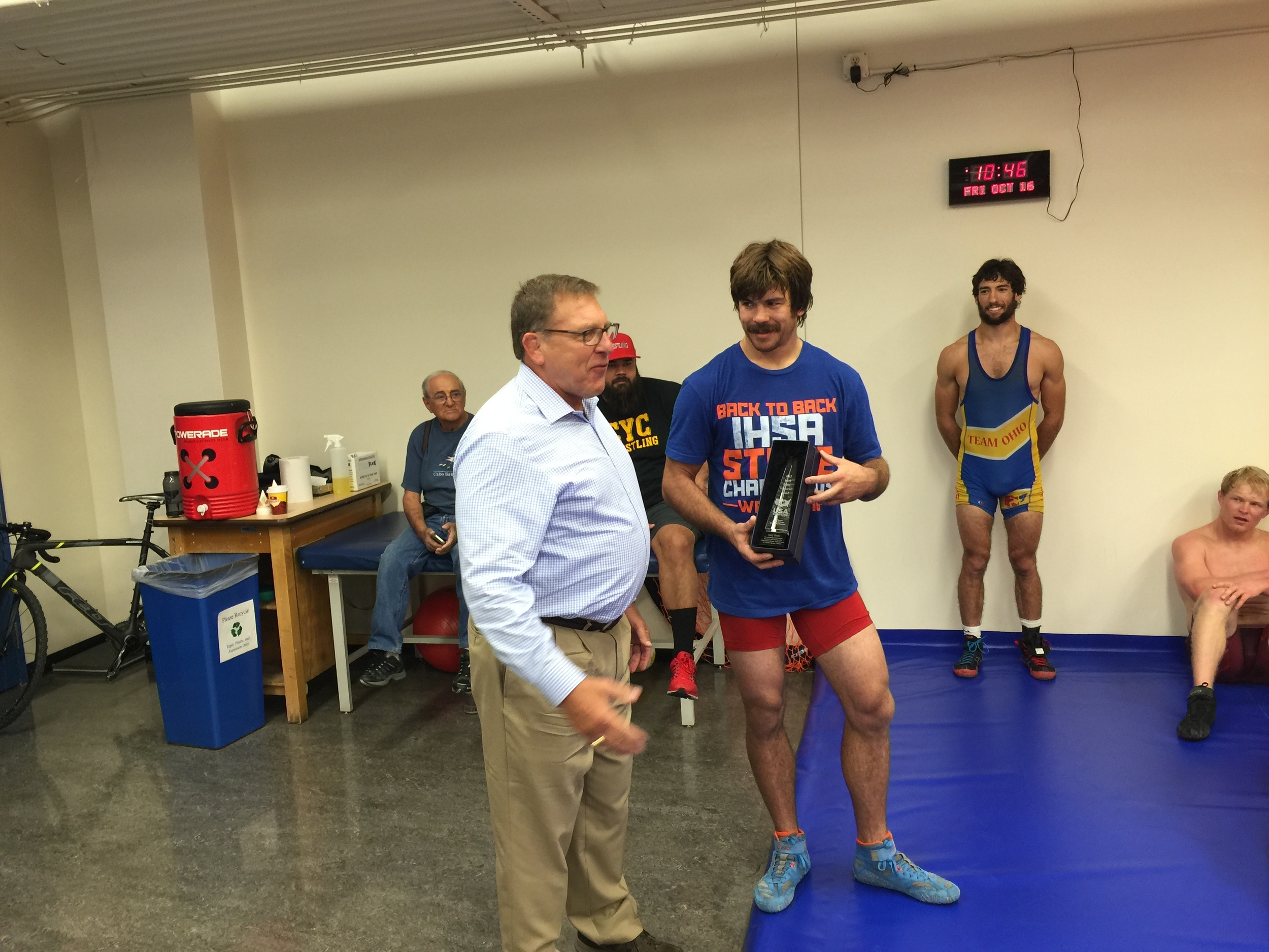 Dr David Curby presenting the Jacob Curby award to Andy Bisek at the OTC in Colorado Springs.