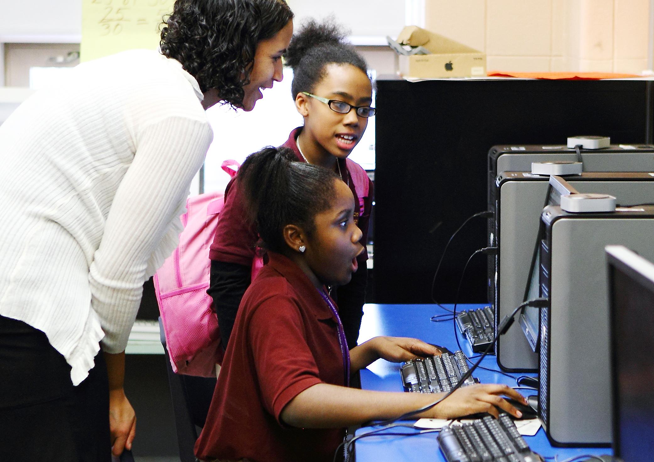 SAYA HILLMAN FOUNDER MAC CHEESE PRODUCTION we rule werule founder entrepreneur business girlboss community