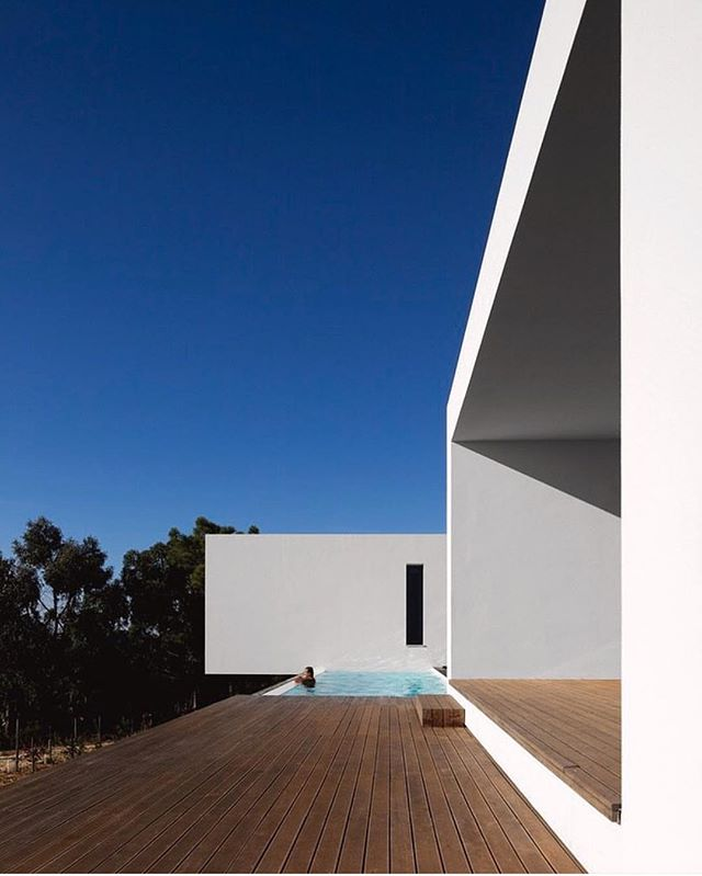 This stunning home is by George Graca Costa in Ericeira. Designed for Jose Gregorio, three times national Surf champion. Photo from @thehardt  Thank you @houseofevra for sending me this great home! #portugal #handmade #architecture #arquitectura #design #interiordesign #style #styleinspiration #details #ericeira #surf #instadecor #saudadetoronto #littleportugal #thesix