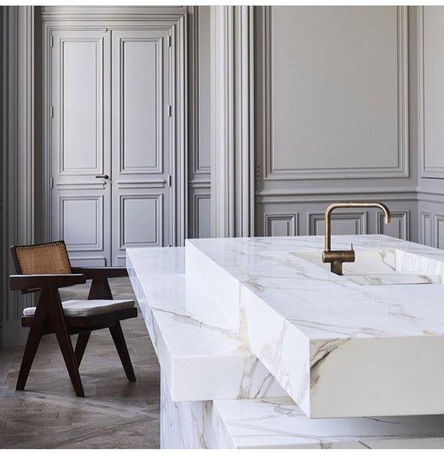 Monday inspiration! Photo from @jelenadesignstudio #portugal #handmade #design #interiordesign #style #styleinspiration #architecture #arquitectura #instadecor #details #kitchen #furniture #unique #saudadetoronto #littleportugal #thesix