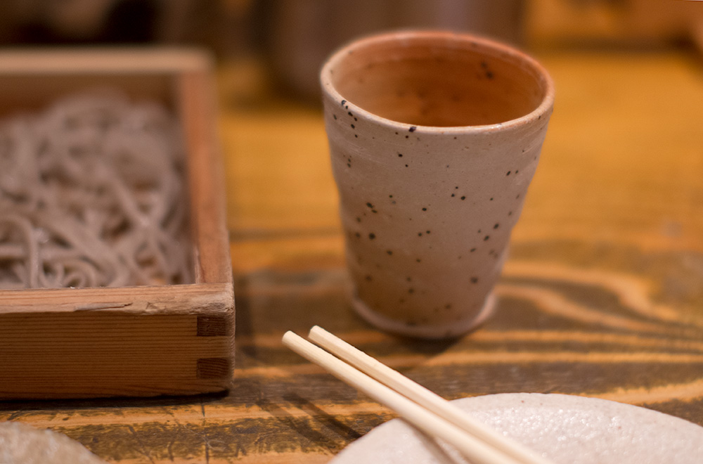 Simple soba and beautiful ceramic wares.