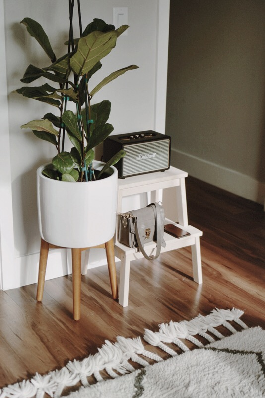 CHY Holiday Gift Guide // Fiddle Leaf + Marshall Speakers Urban Outfitters Home