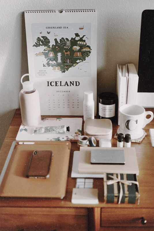 Gift Guide for Coworkers & Stationary Lovers