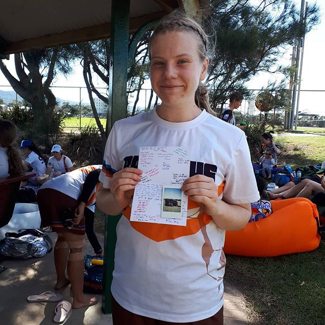 Ressies all smiles with a 9-4 win over HOS Inferno to start the day!  @kiara.heppel with her Most Spirited prize  #bauhausultimate #ultimatefrisbee #aucdiv2 #wollongong #womeninsport
