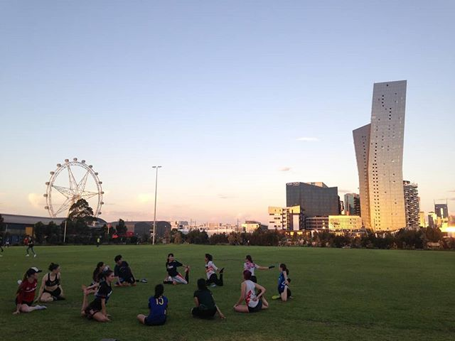 Circle of friends! A beautiful Summer sunset at training this week 🌞  Join us at Ron Barassi Snr. Park every Tuesday from 6.30 - 8.30pm