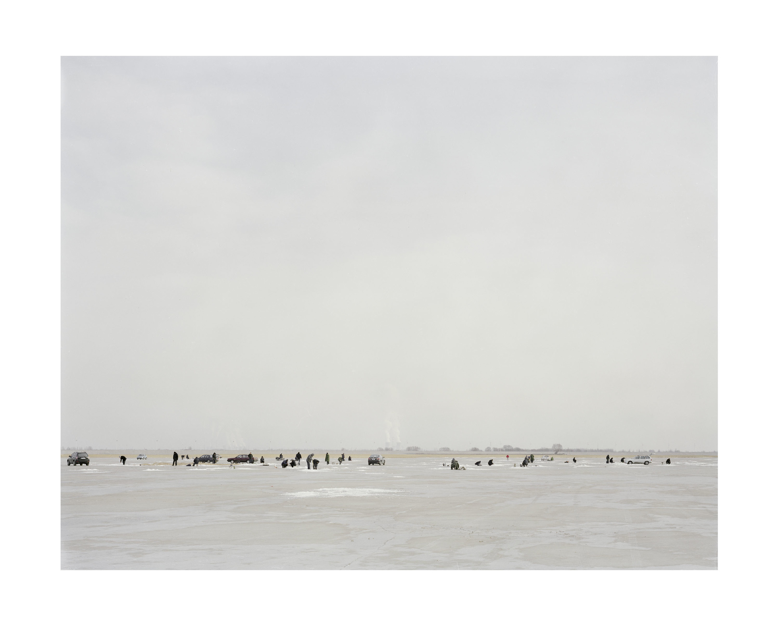 冬釣的人, 内蒙古, 2010            100 x 120   厘米/ 112x 138   厘米/ 140 x 168 厘米