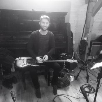 Christopher-Britt-guitar-and-piano-tutor-2.jpg