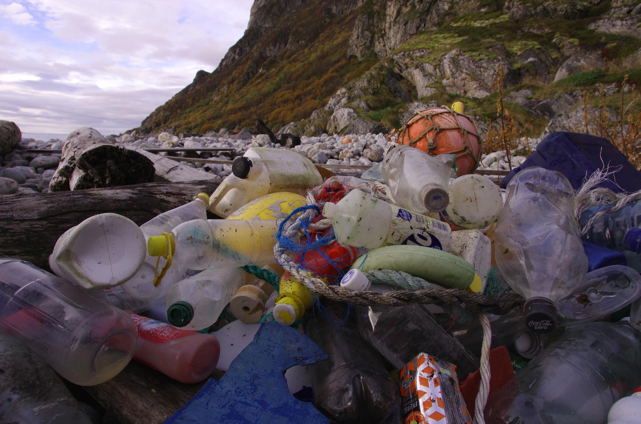 Suurin osa merten muovijätteestä on peräisin kymmenestä joesta, jotka sijaitsevat Aasiassa ja Afrikassa.