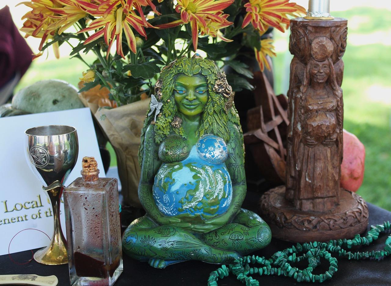 pagan-altar-1034856_1280.jpg