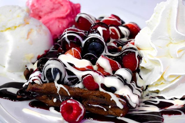 In need of a sweet treat? Come to Sweet Totton now to try our scrumptious eats! • • #sweet #totton #sweettotton #waffle #fruit #chocolate #glutenfree #food