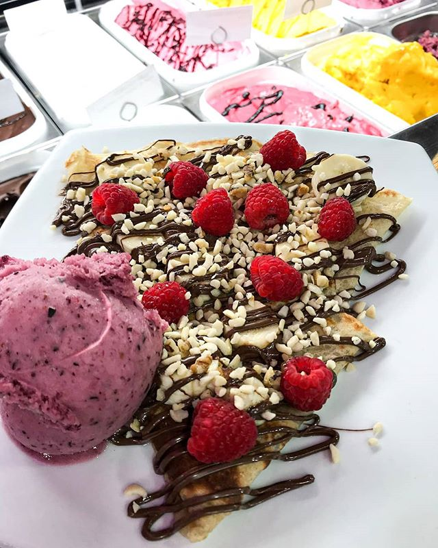 CREATE YOUR OWN! 🥞At Sweet you can customise your yummy crepe with our variety of toppings, sauces and gelatos. Pictured ☝️ is a version of the VEGAN nutty banana - customised with fruity goodness to please the fruitiest! 🍓 • • • #sweettotton #sweet #crepes #nutty #fruit #veganoptions #sorbet #gelato #chocolate