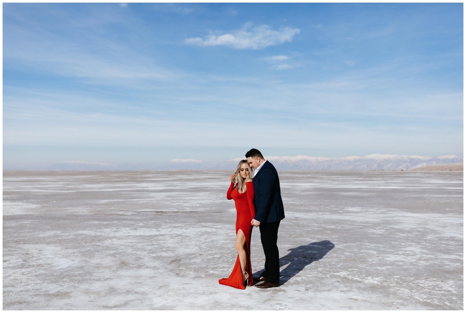 Utah Salt Flats Couples Photoshoot