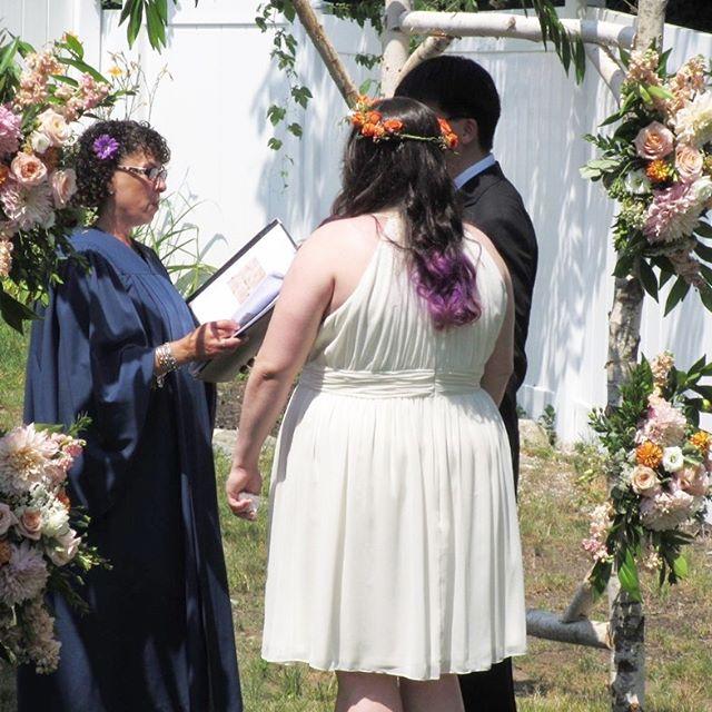 Flashing back to this intimate, backyard ceremony 💏  #wedding #weddingplanning #weddingcoordinator #eventplanner #backyardwedding #weddingceremony #weddingflowers #julywedding
