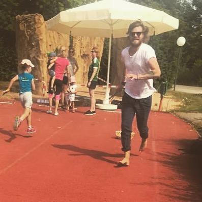 Lasset die Spiele beginnen... #sommerfest #kindergarten #beatme #themonster #derläufer #laufforestlauf #sonne #münchen #familyfirst #tochterliebe #sportplatz