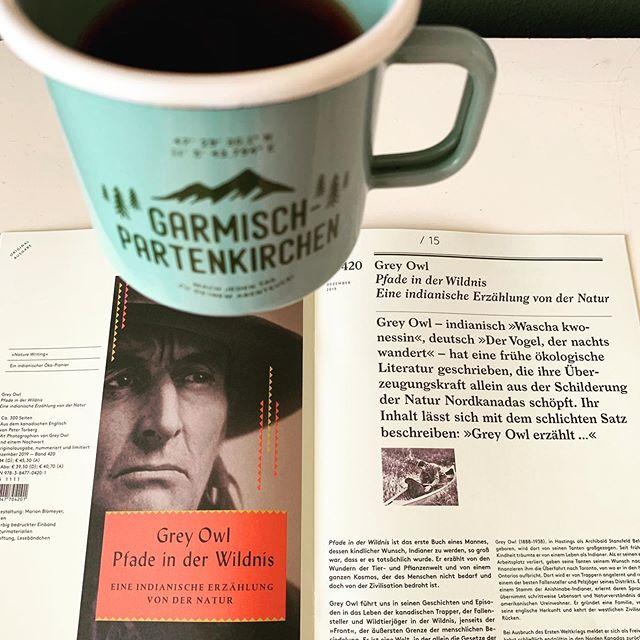Grey Owl erzählt... gestern ging meine Tour als Verlagsvertreter unter anderem nach Garmisch-Partenkirchen und Elmau. Die Sonne lachte als wir uns über Digitalisierung, und Instagram, Produktivität, Sport und Schnaps - vor allem aber, über gute Bücher und Kommunikation in persona unterhielten. Und wie kann es anders sein - genau so trifft man dann auch noch nach Jahren @scanaves von @offthepath wieder! Danke @m.leismueller für den Nachmittag und für die @draussgaenger Tasse! Bis ganz bald. Derweilen wandere ich weiter auf den Spuren von Grey Owl durch die Buchhandels-Wildnis... 💚  #vertreterleben #vertreterreise #vertreterglück #bücher #buchempfehlung #reisen #outdoor #garmischpartenkirchen #münchen #bookstagram #bücherliebe #immereingutesbuch