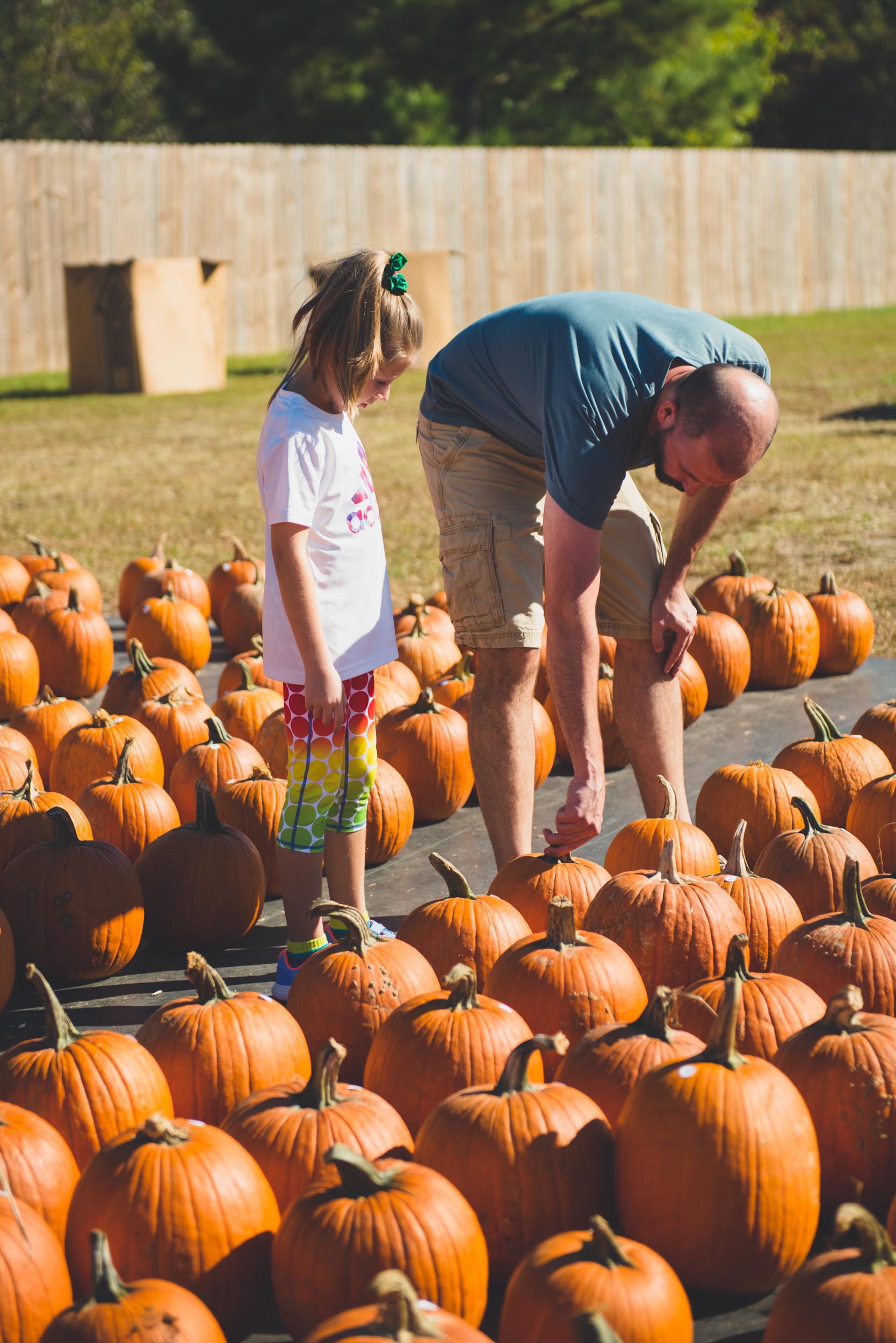 fall_pumpkin_patch_family_portrait_raleigh-6.jpg